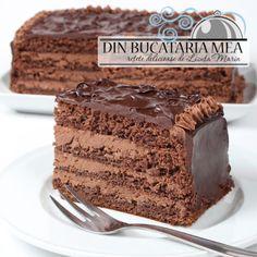 Chocolate Cake w/Walnut Cream Food Cakes, Cupcake Cakes, Just Desserts, Delicious Desserts, Romanian Desserts, Romanian Food, Cake Recipes, Dessert Recipes, Decadent Cakes