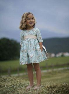 Petritas Little Girl Fashion, Little Girl Dresses, Nice Dresses, Kids Fashion, Girls Dresses, Flower Girl Dresses, Korean Fashion, Fashion Tips, Baby Kind