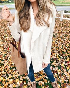 Click here for cute thanksgiving outfits on Pinteresting Plans! Fashionable thanksgiving outfits women casual comfy. Shop these really awesome thanksgiving outfits women casual dress. Check out the most fun thanksgiving outfits women casual boots. These are really nice camel sweater and blue jeans outfit fall ideas and pretty fall beige sweater outfits fall. Put-together and stylish outfit fall sweater outfit with jeans. Thanksgiving outfit dresses dressy. #fashion #fall #thanksgiving Casual Winter Outfits, Stylish Outfits, Casual Summer, Summer Outfits, Batman Outfits, Emo Outfits, Rock Outfits, Couple Outfits, Sweater Outfits