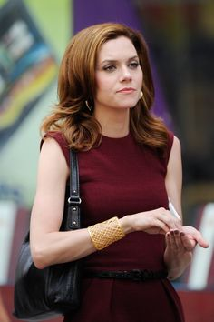 Hilarie Burton, want her hair! I love her with the darker straight look.