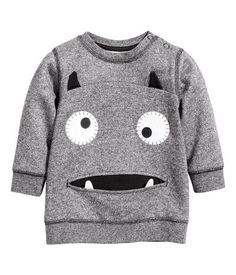 Think playful colors, peppy prints and soft cotton – find all the tops, t-shirts and onesies you need for your baby boy. Fashion Kids, Daily Fashion, Sewing For Kids, Baby Sewing, Baby Boy Outfits, Kids Outfits, Toddler Boys, Baby Kids, Kids Wear
