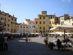 Lucca: Piazza Anfiteatro