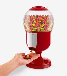 Il suffit de placer votre main sous le bec du distributeur de bonbons pour vous servir. Laissez place à la gourmandise !