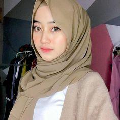 Hijabi Girl, Girl Hijab, Muslim Girls, Muslim Women, Blonde Beauty, Hair Beauty, Kebaya Bali, Muslim Beauty, Hijab Fashionista
