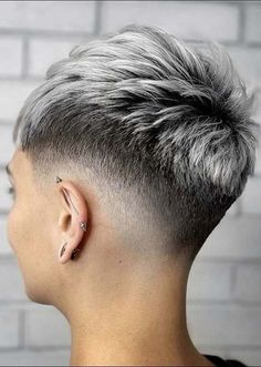 Cool Short hair styles How To Style Short Hair Cool Hair Short styles Short Grey Hair, Very Short Hair, Short Hair Cuts For Women, Short Hairstyles For Women, Short Hair Styles, Super Short Hair Cuts, Super Short Pixie, Long Pixie, Short Cuts
