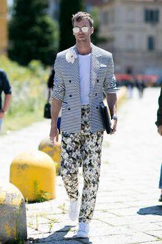 Street style homme : les looks repérés pendant la Fashion Week - Elle Fashion Week Hommes, Milan Men's Fashion Week, Mens Fashion Week, Fashion Mode, Style Fashion, Fashion Boots, Fashion Styles, Fashion Ideas, Guy Fashion