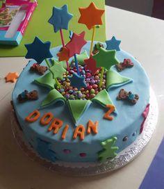 Diese Sternenfeuerwerktorte wurde von Jessica gebacken :) Mit bunten Lollis hat Sie die Sterne befestigt...fabelhaft! #tolletorten #torte #sternenfeuerwerk #lollis  http://www.tolletorten.com/Cake-Pops/Stiele-Zubehoer:::537_544.html