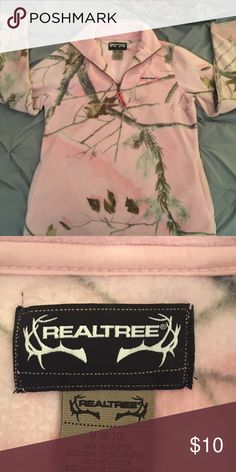 Realtree camo fleece Only worn a couple of times Realtree Sweaters Crew & Scoop Necks