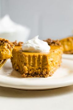 Vegan Pumpkin Pie with Tofu (Gluten-free) - For this delicious vegan pumpkin pie, silken tofu replaces the eggs and dairy and the filling is put into a flavorful and nutty oatmeal pecan crust. Lemon Desserts, Great Desserts, Healthy Dessert Recipes, Vegan Recipes, Fall Recipes, Strawberry Oatmeal Bars, Blueberry Crumble Bars, Vegan Pumpkin Pie, Baked Pumpkin