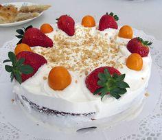 Tarta vegana, chocolate y frutas con nata vegetal.  http://asociacioncocinaconarte.blogspot.com.es/
