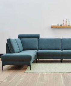 De hoofdsteun en relaxfunctie maken deze bank de ultieme, trendy relaxbank Modern Furniture, Dallas, New Homes, Couch, Living Room, Interior, Home Decor, Living Room Ideas, Settee