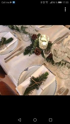 White Table Settings, Christmas Table Settings, Christmas Table Decorations, Holiday Decor, Origami Youtube, Gold Table Runners, New Years Eve Dinner, Old Sheet Music, Diy Candles