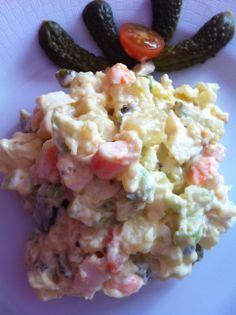Ensaladilla americana: patatas, langostinos, apio y mayonesa