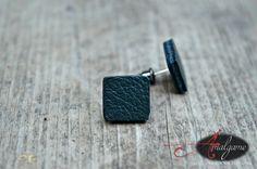 Boucles d'oreilles cuir vert forêt, forme carré, tige acier inoxydable, Clou, cuir récupéré, minimaliste, fait au Québec, Amalgame bijoux