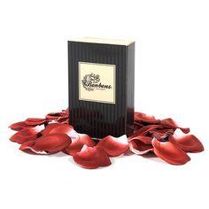 PETALOS DE ROSA LES PETITS BONBONS EXPLOSION Crea un ambiente romántico en los días especiales con pétalos de rosas.La sutil nota de su olor crearán un ambiente seductor para un momento inolvidable.Espárcelos y marca el camino de tu alcoba. Haz el amor con un ambiente especial con los pétalos de rosa.Contenido: Pétalos de tela perfumados (100 unidades).