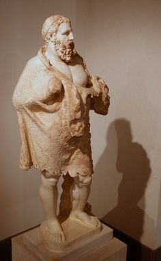 Old Hercules (Heracles), Roman statue (marble), copy after Hellenistic original of century BCE (Palazzo Massimo alle Terme, Rome). Ancient Rome, Ancient Greece, Ancient Art, Ancient History, Roman Sculpture, Stone Sculpture, Hercule, Greek Statues, Roman Mythology
