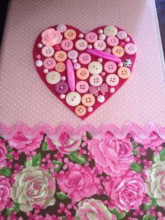 Caderno enfeitado com tecido e botões!!!!