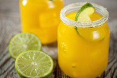 Cette boisson estivale aux douces saveurs d'agrumes est si savoureuse qu'elle vous donnera envie de devancer l'heure de l'apéro.