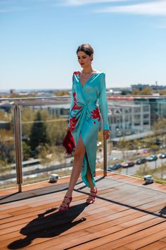 Look invitada de noche: sexy celeste con fucsia | Invitada Perfecta Lovely Dresses, Elegant Dresses, Fitted Dresses, Chiffon Dresses, Long Dresses, Formal Dresses, Gala Dresses, Evening Dresses, Fiesta Outfit