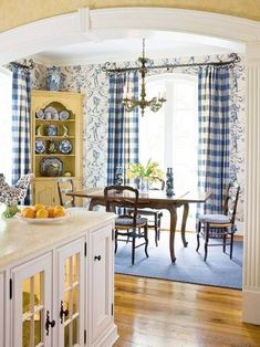 Marvelous French Country Dining Rooms Decoration Ideas - Page 33 of 99 French Country Dining Room, French Country Kitchens, French Country Bedrooms, French Country Cottage, Country Farmhouse Decor, French Country Curtains, French Country Colors, Country Décor, Farmhouse Design