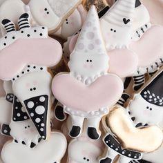 SUGARBOMBE • MELISSA (@sugarbombe_sugar) • Instagram photos and videos Iced Cookies, Cookie Desserts, Cupcake Cookies, Sugar Cookies, Valentines Day Cookies, Easter Cookies, Valentine Cupcakes, Sugar Art, Cookie Decorating