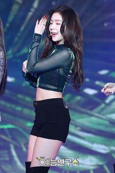 Red Velvet Seulgi, Red Velvet Irene, Korean Girl, Asian Girl, Stage Outfits, Fashion Outfits, Snsd, Kpop Girls, Cute Outfits