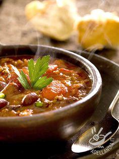 Spicy stew of tofu and beans - Lo Spezzatino piccante di tofu e fagioli: un secondo piatto vegetariano succulento, ricco di proteine vegetali e arricchito con la salsa harissa.
