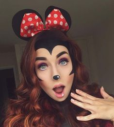 Cute Minnie Mouse Halloween Makeup and Costume Idea makeup diy 45 Pretty DIY Halloween Makeup Looks & Ideas Mini Mouse Costume, Mickey Mouse Costume, Minnie Maus Halloween, Fete Halloween, Creepy Halloween Makeup, Halloween Looks, Halloween Zombie, Mini Mouse Makeup, Diy Minnie Mouse Makeup