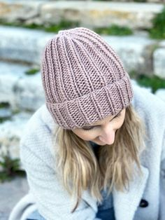 How To Knit A Hat With Straight Needles | Handy Little Me Knit Hat Pattern Easy, Beanie Knitting Patterns Free, Beanie Pattern Free, Baby Hats Knitting, Free Knitting, Knitted Hats, Hat Patterns, Knitted Animals, Knitting Tutorials