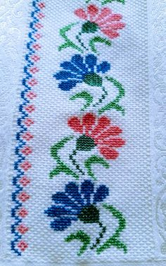 1 million+ Stunning Free Images to Use Anywhere Cross Stitch Rose, Cross Stitch Borders, Cross Stitch Flowers, Cross Stitch Designs, Cross Stitching, Cross Stitch Embroidery, Cross Stitch Patterns, Hand Embroidery Design Patterns, Baby Boy Knitting Patterns