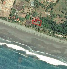 Lote de Playa de 4.488.01 metros de terreno para uso comercial hasta 3 pisos de construcción. Incluye todos los servicios. A 30 metros de la playa. Precio: $300.000 Acepto ofertas. Acepto Autos, Propiedades, Dinero. Incluso se puede financiar una parte.