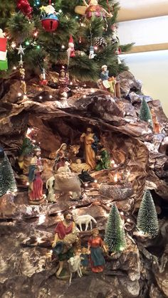 Nativity Church Christmas Decorations, Christmas Tree Design, Christmas, Christmas N… Church Christmas Decorations, Christmas Village Display, Christmas Nativity Scene, Christmas Scenes, Christmas Villages, Christmas Centerpieces, Christmas Garden, Christmas Store, Christmas Art