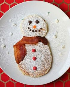 """Today's winter breakfast theme, snowmen. Here is mine and Madeline's snowmen pancakes with chocolate chip features, a light powdered sugar """"snow"""" dusting, and bacon scarf. Looking for more holiday breakfast ideas for the kids? Christmas Snacks, Christmas Brunch, Christmas Breakfast, Breakfast For Kids, Holiday Treats, Kids Christmas, Holiday Recipes, Christmas Pancakes, Christmas Morning"""