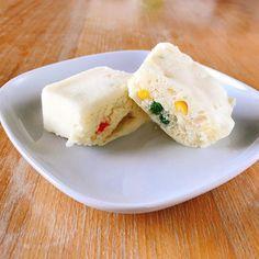 ホットケーキミックスの蒸しパン  寝ボケてても作れるお手軽朝食ホットケーキミックスと牛乳を同量で混ぜてレンジにかけるだけ容器にはサラダ油を塗って取りやすくしてます  今日は粉チーズとミックスベジタブルを入れてみましたごはんっぽさを演出笑  あっハム刻んで入れれば良かった  #朝ごはん #breakfast #아침 #petitdejeuner #frühstück #завтрак #desayuno #frukost #早餐 #morning #cooking #cuisine #cookingram #クッキングラム #inmykitchen  #homemade #朝ごパン #おうちごはん #料理日記 #あさごはん #instagood #instadaily #japan #instamood #instalike #粉チーズ  #ミックスベジタブル #ホットケーキミックス #ホットケーキ #蒸しパン