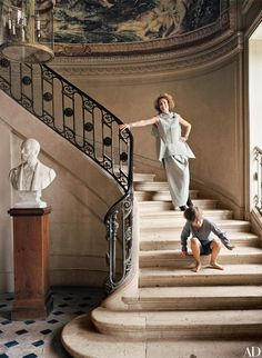 Flor de Brantes and her son Alfred de La Moussaye on the main staircase of Chateau de Fresne Wrought Iron Staircase, Staircase Railings, Grand Staircase, Staircases, Staircase Remodel, Railing Design, Staircase Design, Architectural Digest, Flur Design