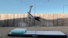 Gymnastics Moves, Gymnastics Equipment, Gymnastics Pictures, Dance Stretches, Grand Jour, Dance Videos, Tik Tok, Cheer, Track