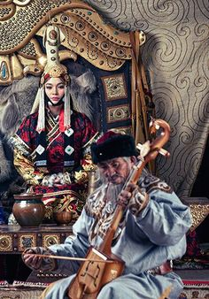 Mongolian queen (Khatun) and musician. historical Mongolian costumes reconstruction