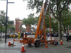 Hoy servicio de #Elevador en #Barcelona , zona Arco del Triunfo. www.plataformaselevadorasiprom.com