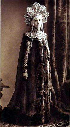 Maria Nikolayevna Lopukhina in the costume of a XVII century boyarina for the Romanov Imperial Ball, April 1903.