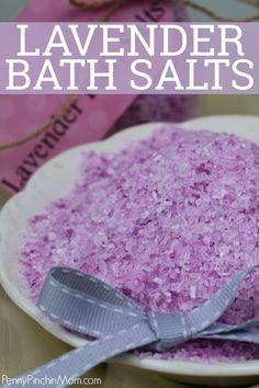 Make your own lavender bath salts out of essential oils. They make a perfect gift for teachers, teens, Mom - just about anyone on your list. Take advantage of the soothing benefits of Epsom salt blended with a stress-relieving scent. Lavender Bath Salts, Lush Bath, Epsom Salt Bath, Salt Bath Benefits, Benefits Of Epsom Salt, Lavender Benefits, Diy Bath Salts With Essential Oils, Bath Salts Recipe, Lavender