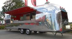 airstream with serving hatch Airstream Campers, Vintage Airstream, Horse Box Conversion, Catering Van, Mobile Food Trucks, Meals On Wheels, Coffee Business, Food Truck Design, Concession Trailer