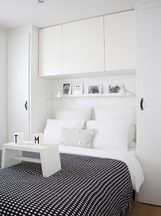 Astounding Small Bedroom Storage Ideas in Contemporary Bedroom with Black Colored Blanket whi. Astounding Small Bedroom Storage Ideas in Contemporary Bedroom with Black Colored Blanket which has Little White Dots Home, Bedroom Wardrobe, Small Bedroom Storage, Small Master Bedroom, Closet Bedroom, Storage Spaces, Bedroom Inspirations, Small Bedroom, Black White Bedrooms