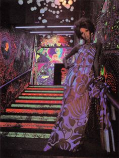 callemodista: The ladder in the electric circus, st. Marks place, New York. Mural by Louis J. 1960s Fashion, Vintage Fashion, Funky Fashion, Fashion Models, Psychedelic Fashion, Night Club, Flower Power, Fashion Photography, Creations