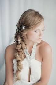 Risultati immagini per acconciature sposa semiraccolto