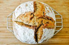 La recette ultime pour un pain au levain plein de goût, avec une croûte délicieusement croustillante et une mie bien alvéolée.