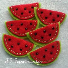 De petites pastèques en laine / Woolen watermelon, felt, red and green