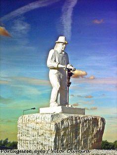 Monumento aos Trabalhadores da Pedreira - Borba - Portugal, via Flickr.