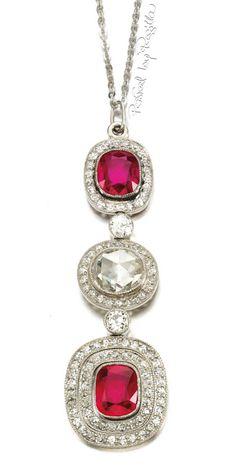 Regilla ⚜ Ruby and diamond pendant