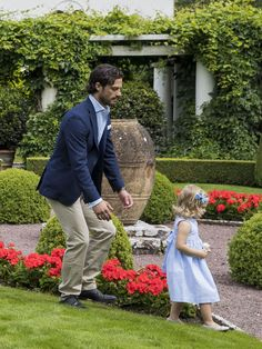 Going to catch you! Uncle Carl Philip and Leonore. The royal family's surprise photocall. Solliden, 20 July 2016.