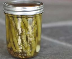 Enjoy the crisp crunch of dilly beans in late winter with this easy home-canning Dilly Beans Recipe. Kombucha, Lebanese Garlic Sauce, Pickled Green Beans, Home Canning Recipes, Meals In A Jar, Serious Eats, Bean Recipes, Sauce Recipes, Food Storage
